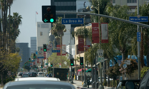 A line of green traffic lights on Los Angeles' Miracle Mile
